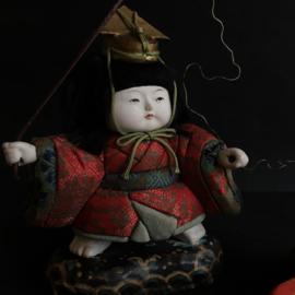 """Zeldzame Antieke pop (ningyo) in kimekomi stijl """"vissertje met koi karper """""""
