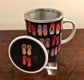 """Japanse theemok """"Japanse slippertjes"""" inclusief theezeefje en dekseltje H.9.5 cm. ø 8.5 cm (porselein)"""