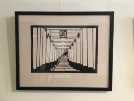 Tori poorten in Kyoto, Japanse knipkunst in papier inclusief lijst houten lijst en passe-partout , 51 - 42 cm.