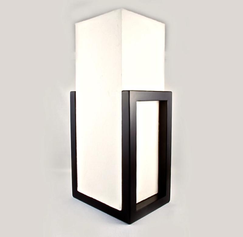 """Lamp """"Kuchi""""  Hoogte 40 cm ,mooie strakke vormgeving, houten frame met verstevigd Japans papier."""