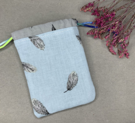 Katoenen (cadeau)zakje 'feather lightblue'