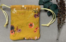 Katoenen zakje 'yellow flowers'