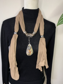 Camel kettingsjaal met -vos-hanger