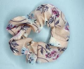 Scrunchie roze bloem
