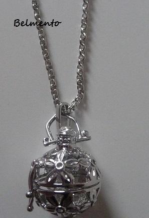 Engelenroeper hanger rond 'bloem' zilverkleur