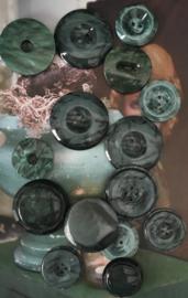 Lot groenige glanzende knopen