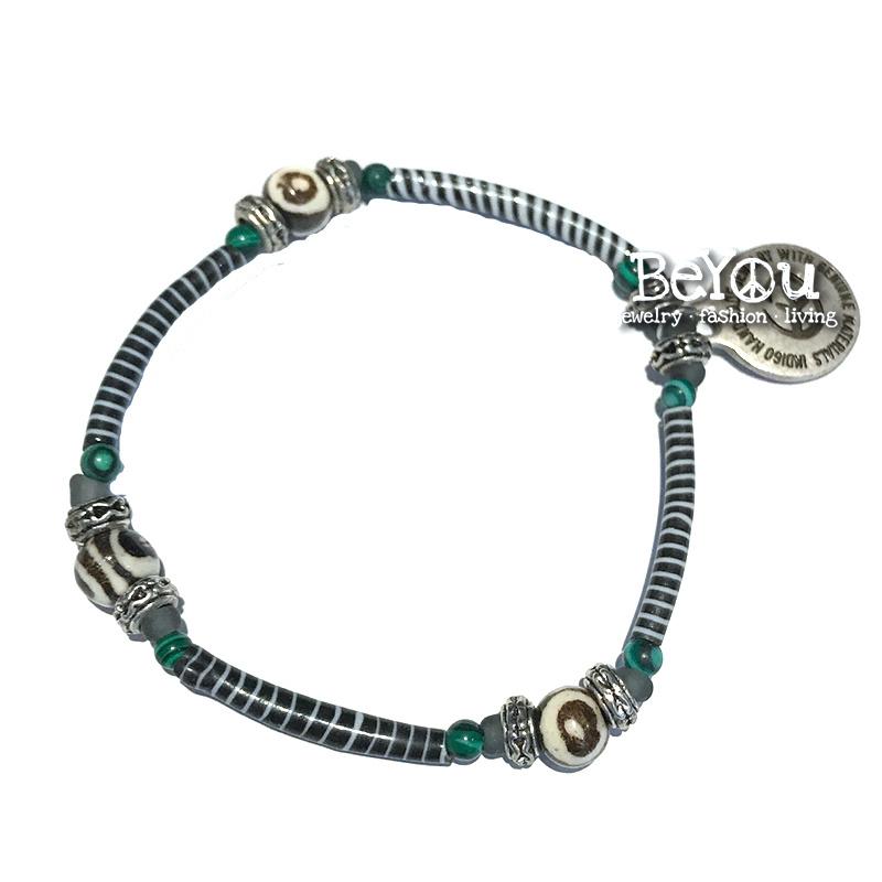 Flip Flop Bracelet Black and White Beads