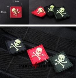PVC Badge Pirate Skull - 2,5x2,5cm - Zwart/Rood/Groen