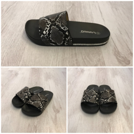 Slipper print black