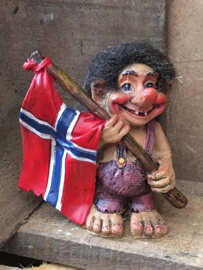 Troll   holding flag right site (7cm)