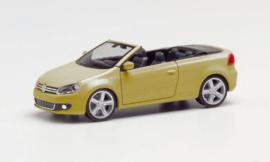H034869-002 VW Golf V Cabrio. goud met.