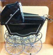 Kinderwagen  Antiek.   HOXZ118