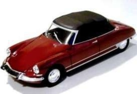 22506w DS 19 Cabrio with closed softtop.