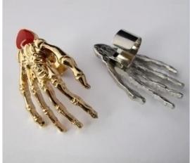 Gothic ,Lolita Oorschelp Oorbel Skelet Skull Doodshoofd Hand S3624