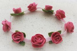 Handgemaakte haarband met kleine vilten rozen in oudroze