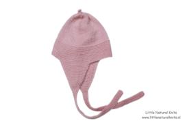Handgebreide merino lamswol babymuts in licht oudroze