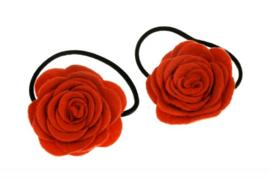 Handgemaakte haarelastiekjes met vilten roos in rood