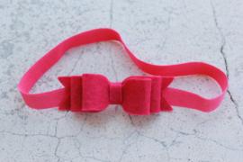 Handgemaakte haarband met dubbele vilten strik in fuchsia