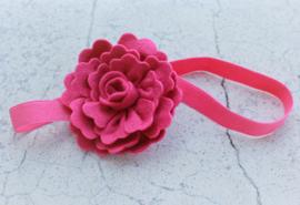 Handgemaakte haarband met grote vilten bloem in fuchsia