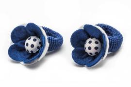Handgemaakte baby en peuter haarelastiekjes met vilten bloem in donkerblauw en wit - stippen