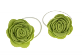 Handgemaakte haarelastiekjes met vilten roos in groen