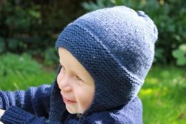 Handgebreide merino babymuts in donkerblauw