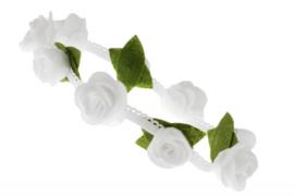 Handgemaakte haarband met kleine vilten rozen in wit