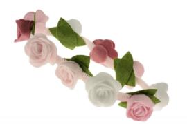 Handgemaakte haarband met kleine vilten rozen in roze tinten en wit