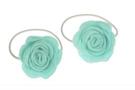 Handgemaakte haarelastiekjes met vilten roos in aqua