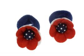 Handgemaakte baby en peuter haarelastiekjes met vilten bloem in rood, donkerblauw en wit - stippen