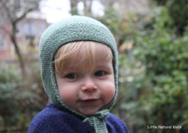 Handgebreide merino lamswol babymuts in groen