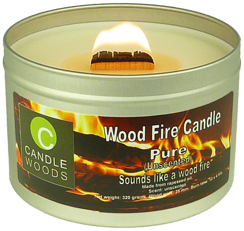 Candle Woods grote knetterende houtvuur kaars Pure in blik met vensterdeksel en houtlont. Geurloos maar knettert uitstekend.