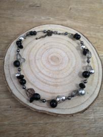 Zwart,antraciete ketting met hematiet edelsteentjes