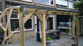 Eiken terrasoverkapping met glas dak 4 m breed x 2,5 m diep