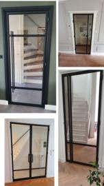 Stalen stompe deur met glas