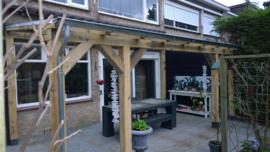 Eiken terrasoverkapping met glazen dak 4 m breed x 4 m diep