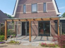Douglas veranda met glazen dak 4 m breed x 2,5 m diep