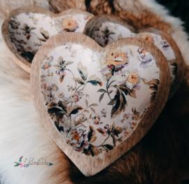 Harten schaal van Mangohout met bloemdesign