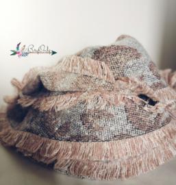 Zachte sjaal met slangenprint grey | pink