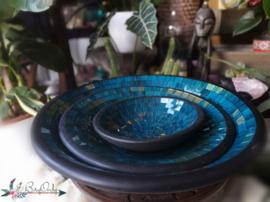Set van drie kleurrijke schalen in turquoise/goud