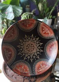Prachtige zwarte met de handbeschilderde metalen schaal uit India