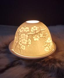 Sfeervolle roomwitte waxinelicht van porselein 'Bloesem'