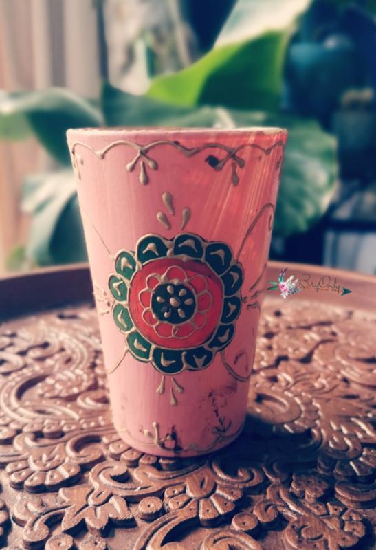 Roze glazen theelichthouder uit India met de handbeschilderd