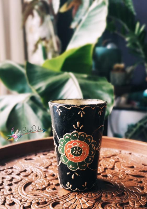 Zwarte glazen theelichthouder uit India met de handbeschilderd