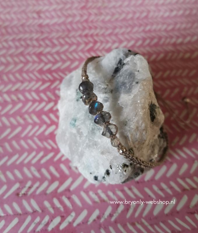Verstelbare Macramé armband  Inanna | Labradoriet