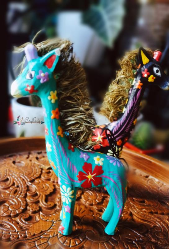 Turquoise handbeschilderde houten fotohouder giraffe