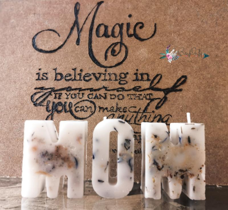 Enchanted Candles - letter kaarsje - MOM