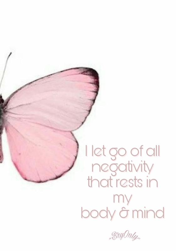 Affirmatiekaartje en engeltje I let go of all negativity
