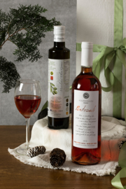 Giftset 500 ml olijfolie Manolakis en fles Pentozali medium rose 750 ml