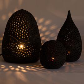 Aardewerk lantaren van House of Crete zwart groot met lamp